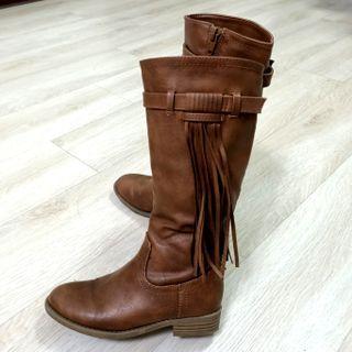 近全新女童流蘇造型靴
