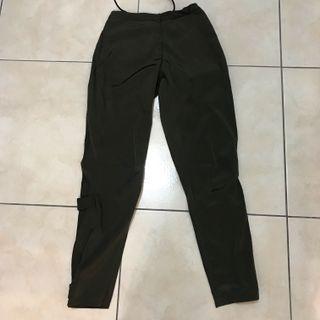 義大利製造深色軍綠運動休閒感精品滑布尼龍褲管可變型褲 陷阱妹