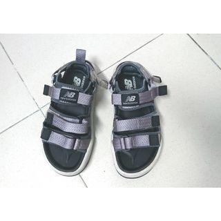 newbalance鐵灰色涼鞋