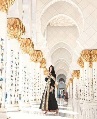 Abaya - Black with intricate gold design