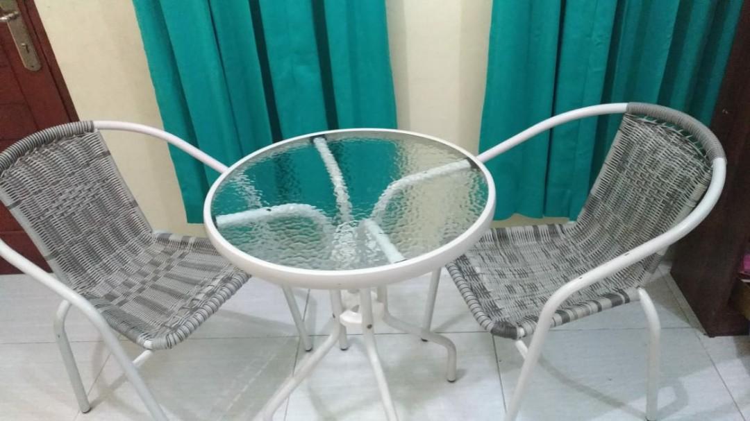 1 set meja dan kursi