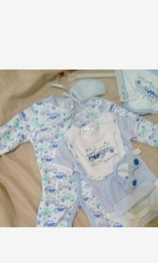 嬰兒全新衣服包巾組