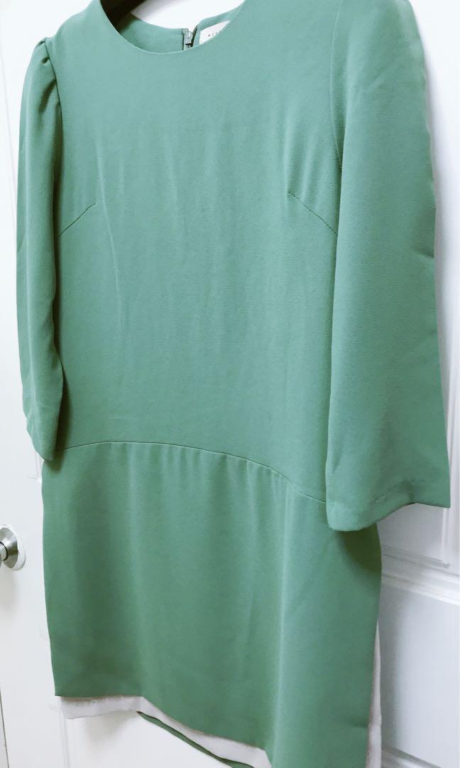 正韓🇰🇷9.5成新/適F/粗雪紡素面洋裝、裙擺做一片裙設計蠻特別的
