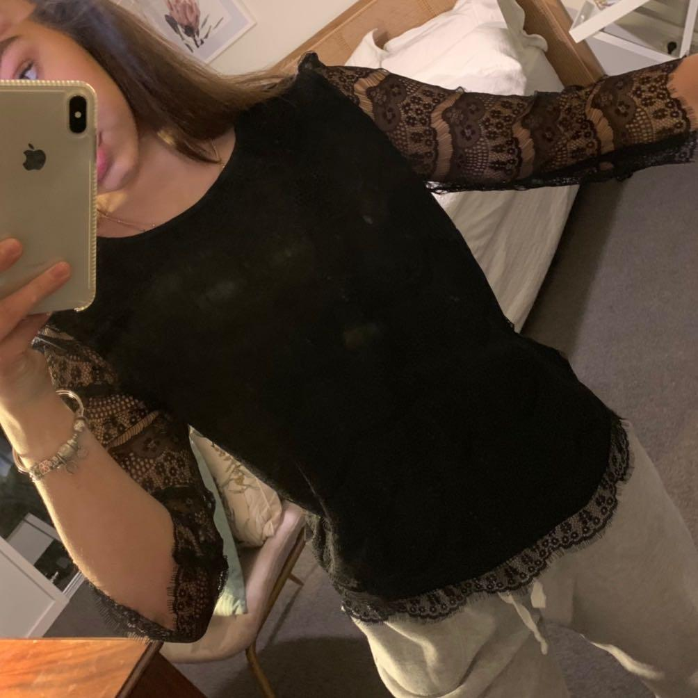Beautiful black long sleeve w sheer detailed sleeves