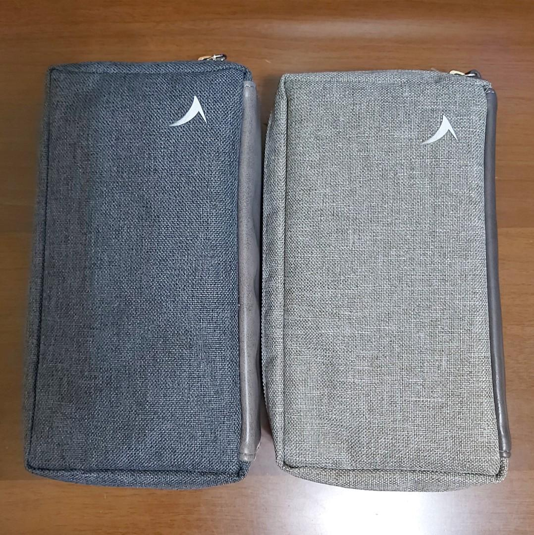 Cathay Pacific business class travel pouch