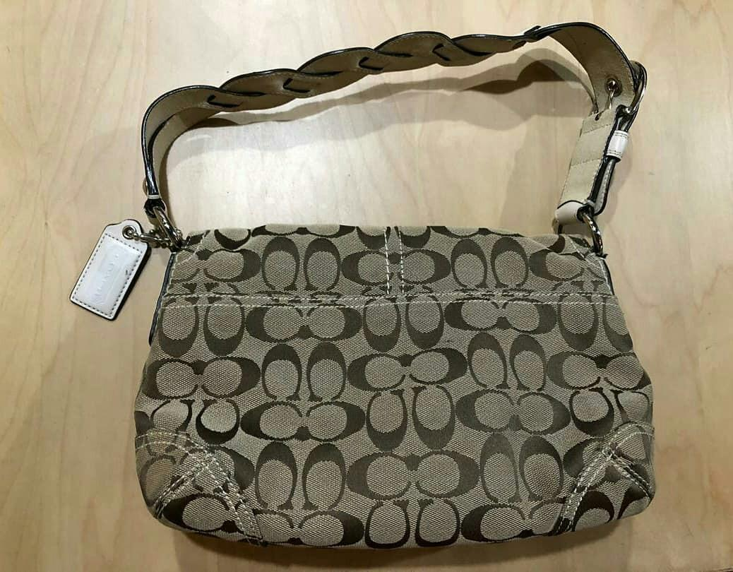 CHEAP DEAL ! -  AUTHENTIC COACH SHOULDER BAG - CLEAN INTERIOR , OVERALL GOOD - (SIZE : 26 X 16 CM APPROX) RM 199 ONLY