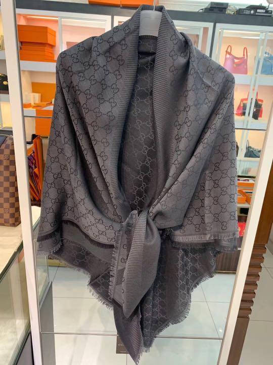 Gucci 140cm x140cm  羊毛圍巾 shawl scarf $1980