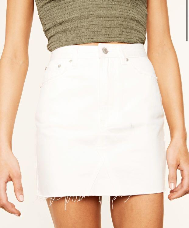 LOOKING!!!! White denim skirt