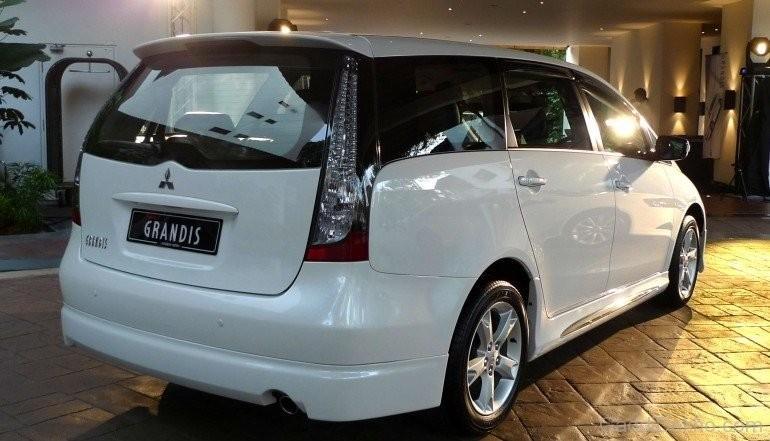 Mitsubishi Grandis MPV 8 seater for rent