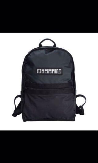 DEBRAND黑色後背包