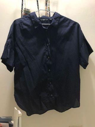 【八成新】Uniqlo藏青色短襯衫🔥/M