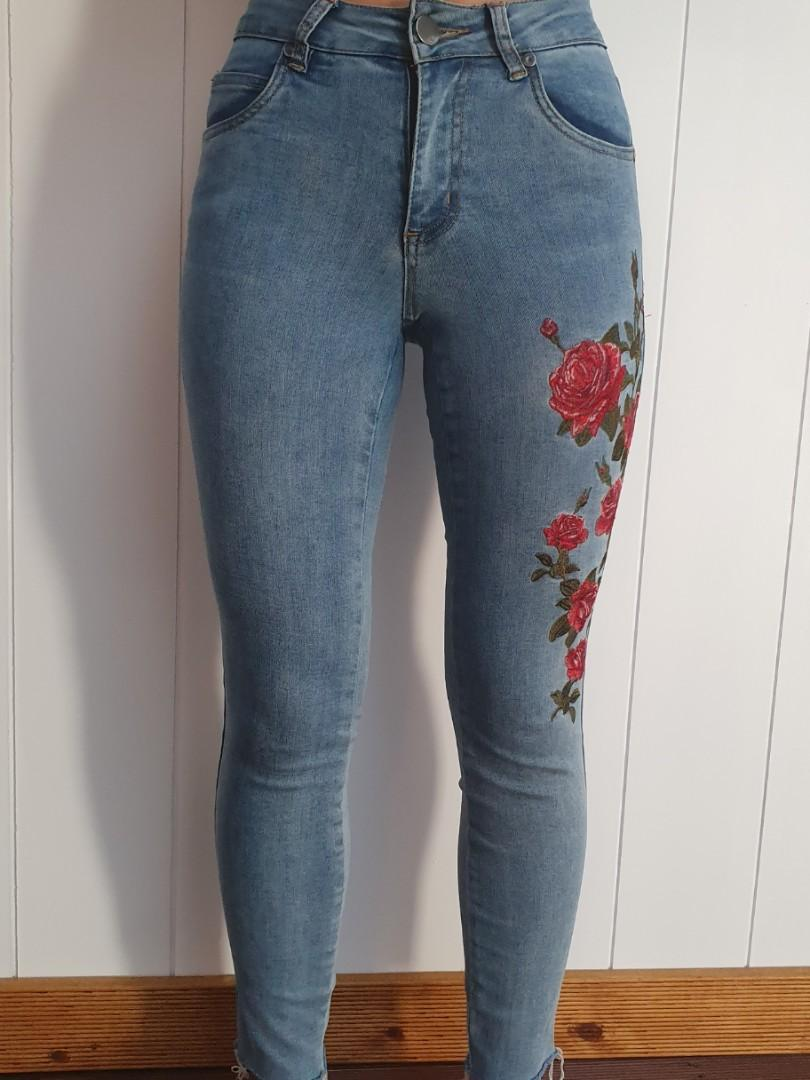 COTTON ON Mid graze skinny jeans with rose embroidery