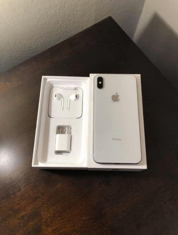 iPhone XS Max unlocked for all carriers perfect condition