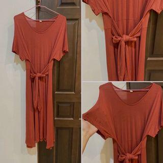 二手實拍🌸莫代爾棉質感綁腰中長裙 綁帶洋裝 磚紅色 綁帶長裙 連身裙