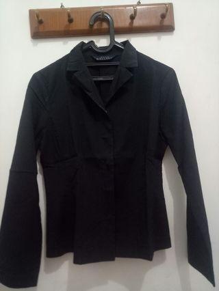 Kemeja hitam (blazer)