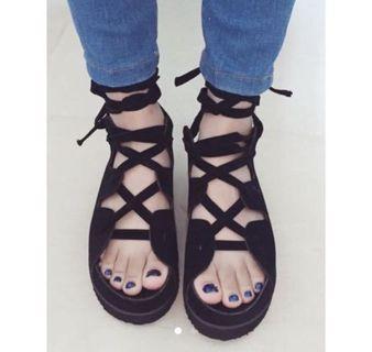 黑色綁帶鞋