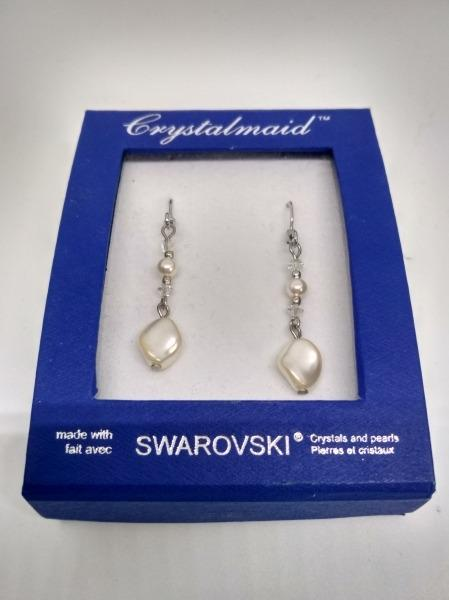 18K White Gold Plated Swarovski Crystals & Pearl Earrings (Pearl)