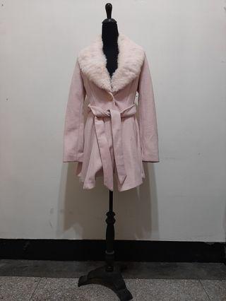超值~ 九成新 韓國製品牌 領子 ( 兔毛) 可拆 有內裡 粉色外套附腰帶