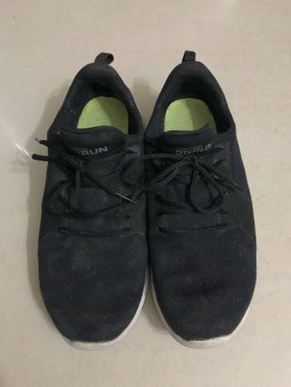 Skechers 休閒運動鞋👟/24.5