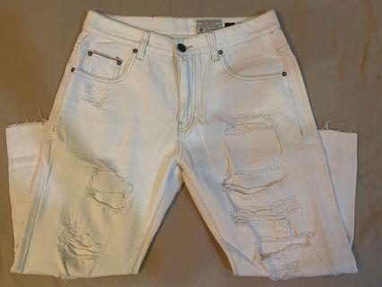 白色刷破牛仔褲
