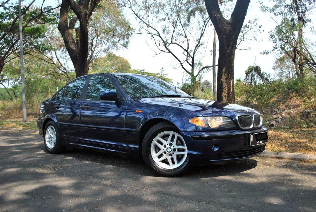 BMW series 318i E46 2.0 AT Tahun 2003 Warna Biru Metalik