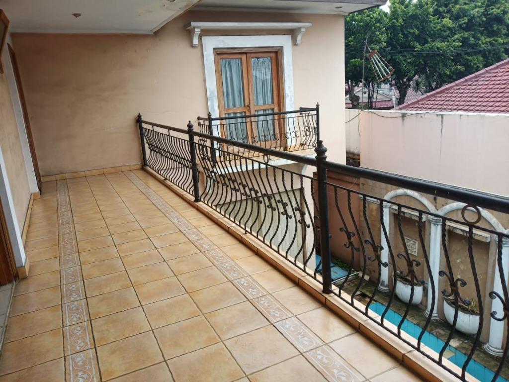 Dijual Cepat Rumah Megah & Luas 2 Lantai Ada Kolam Renangnya Harga Mendekati NJOP Tanah Kusir Jakarta Selatan