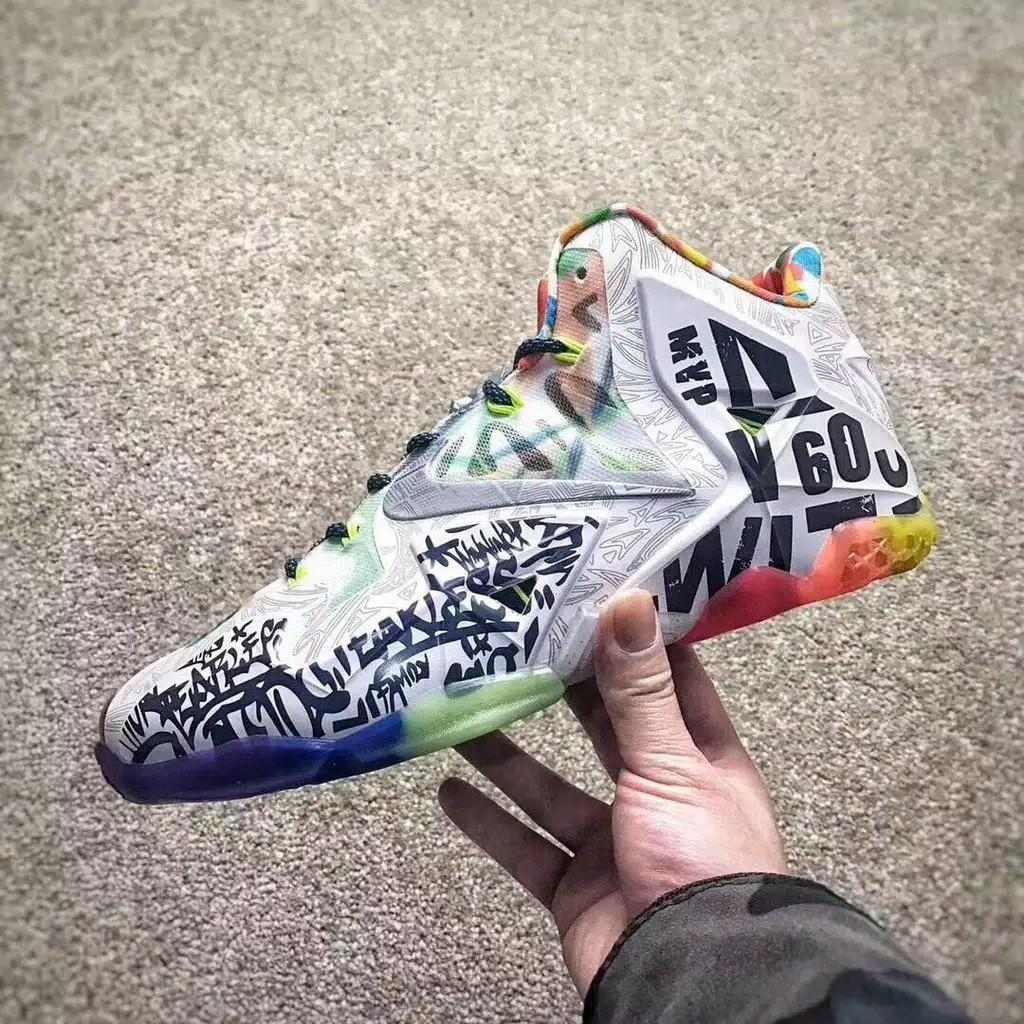 "Sepatu Nike Lebron James ""What the Lebron"" limited stock"