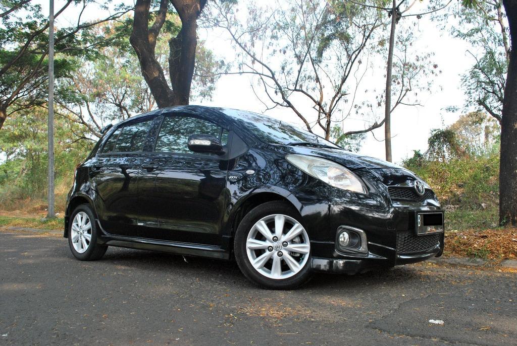 Toyota Yaris 1.5 E Automatic thn 2012 Warna Hitam Metalik