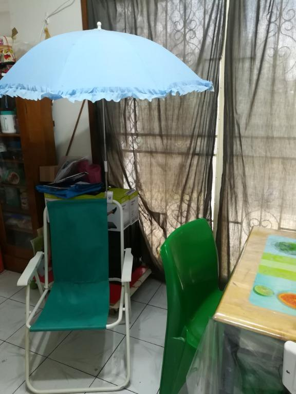 Umbrella attachment to beach/picnic chair and baby pram