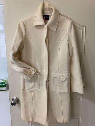 白色長大衣