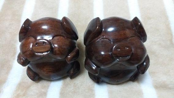 圓圓的兩隻小豬   實木 豬木雕   擺飾  工藝品