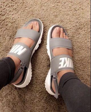 nike tanjun sandals womens price
