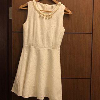 米白珍珠蕾絲洋裝(近新)