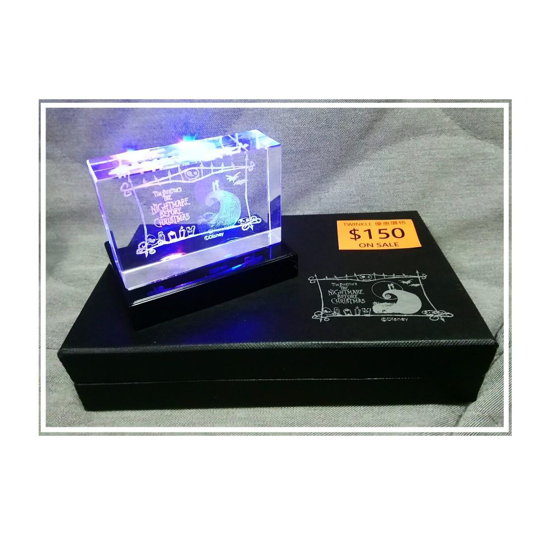 怪誕城之夜 (The Nightmare Before Christmas) 雷射雕刻仿水晶 (8.5cm x 5.5cm) 景品擺設附變色燈台連禮盒 (19x12cm) 特價$150