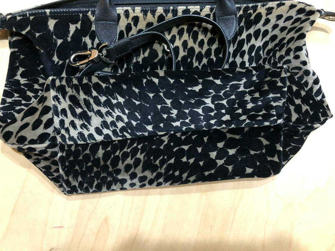 AUTHENTIC LONGCHAMP TOTE  WITH STRAP FOR CROSSBODY SLING - LIMITED EDITION DESIGN - CLEAN INTERIOR , OVERALL GOOD