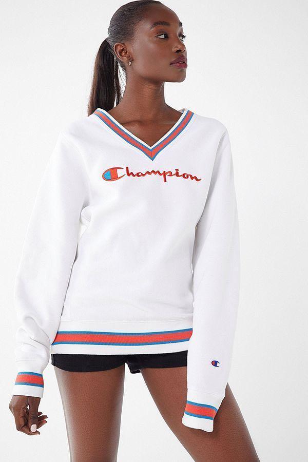 CHAMPION & URBAN OUTFITTERS EXCLUSIVE - Fleece V-Neck Sweatshirt