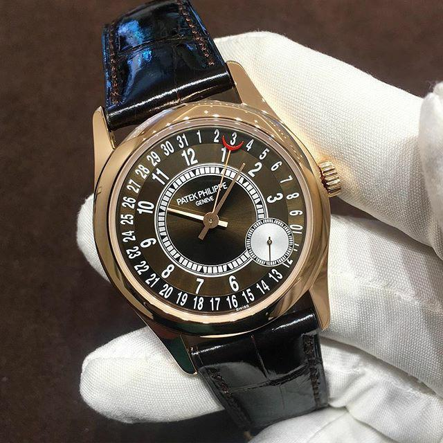 Patek Philippe. This model stopped production and are appearing in auction houses. A very fine 18K rose gold automatic wristwatch with date, original certificate (2017) and box Signed Patek Philippe, Genève, ref. 6000R-001