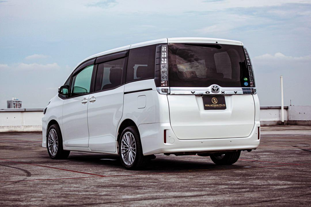 Toyota Voxy 2.0 Auto X