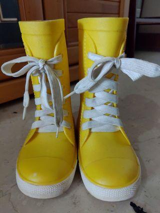 運動款霧面質感兒童雨鞋