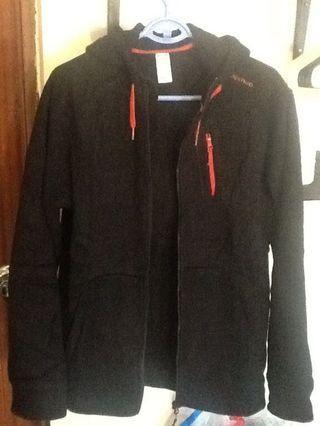 閒置迪卡儂保暖運動外套,原價999,是標牌這款的前一代(不是有價格標牌這款喔!)