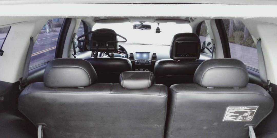 三菱休旅車