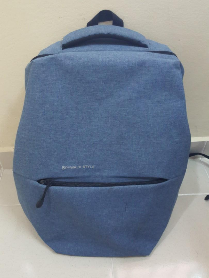 "Laptop bag (can fit up to 15.6"")  with USB port and 5 extra pockets in and out of the bag"