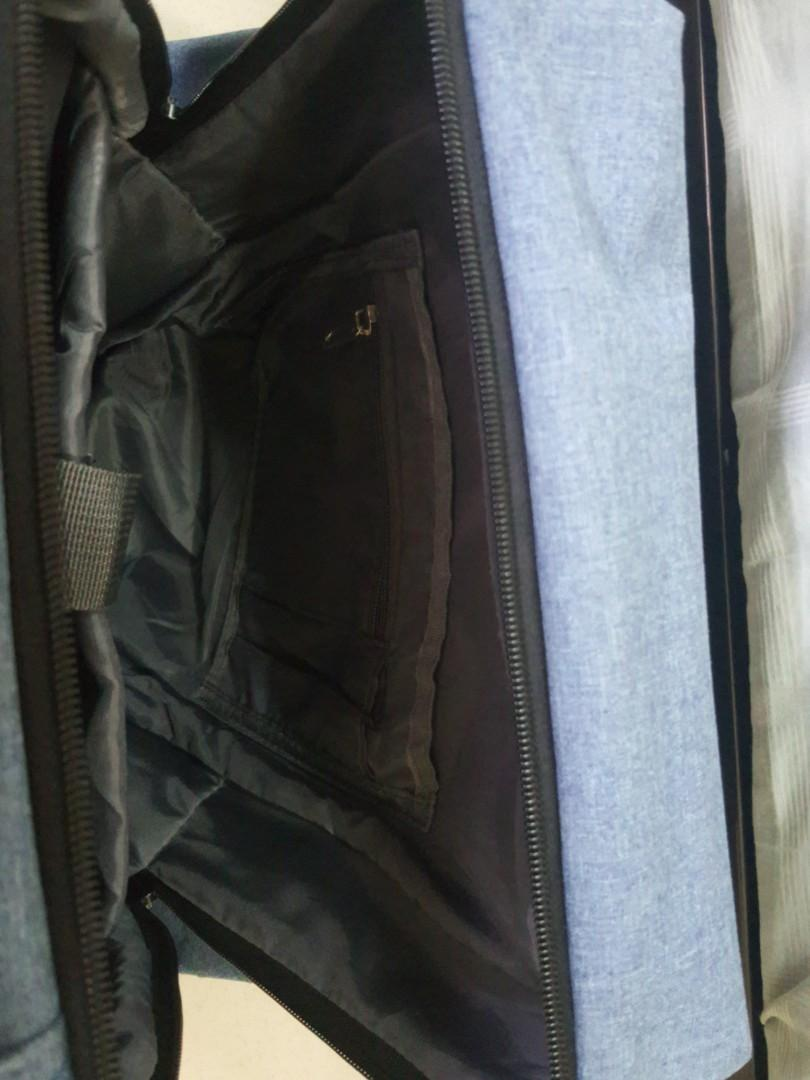 """Laptop bag (can fit up to 15.6"""")  with USB port and 5 extra pockets in and out of the bag"""