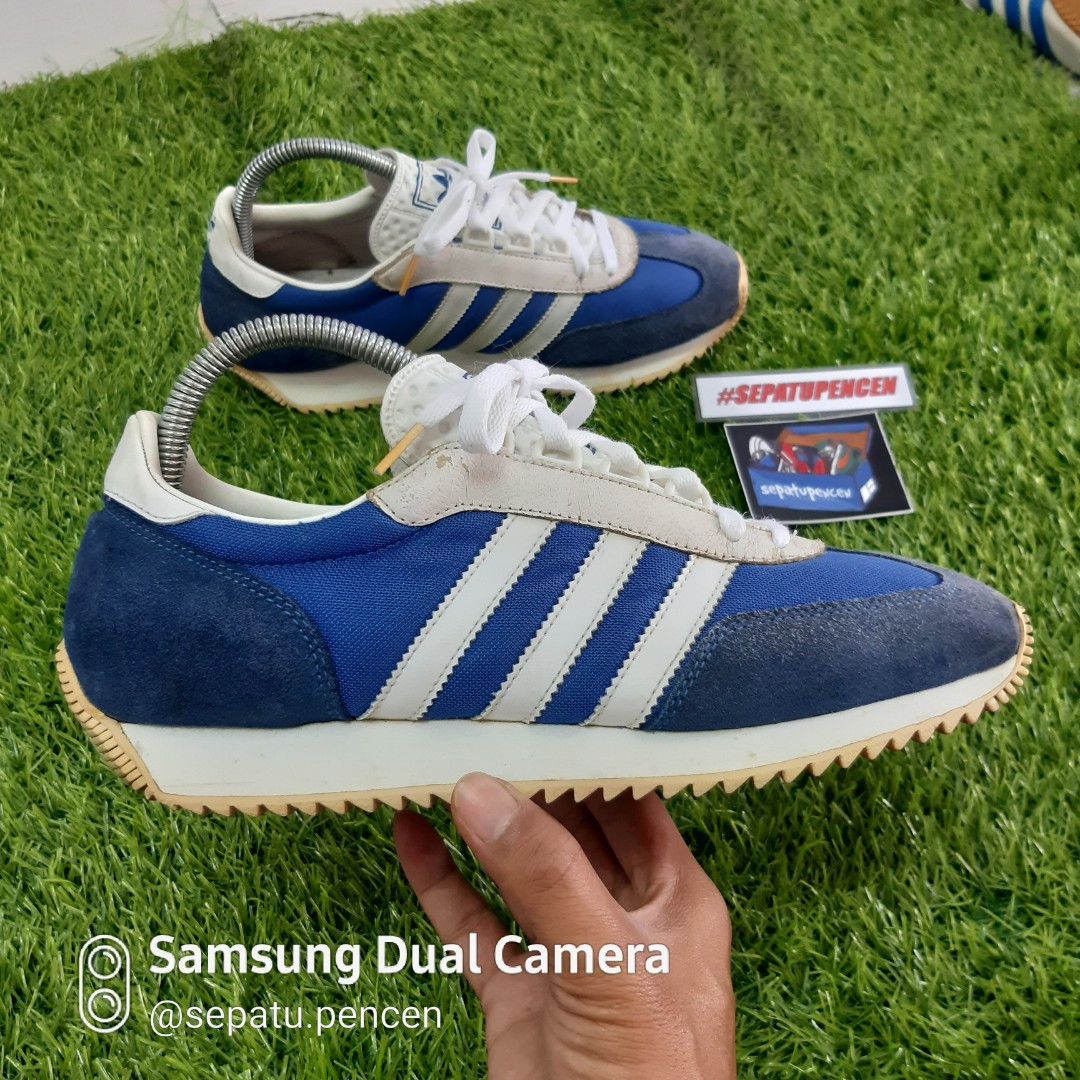 calcio Banyan Esistere  Vintage Adidas Achille, Men's Fashion, Footwear, Sneakers on Carousell