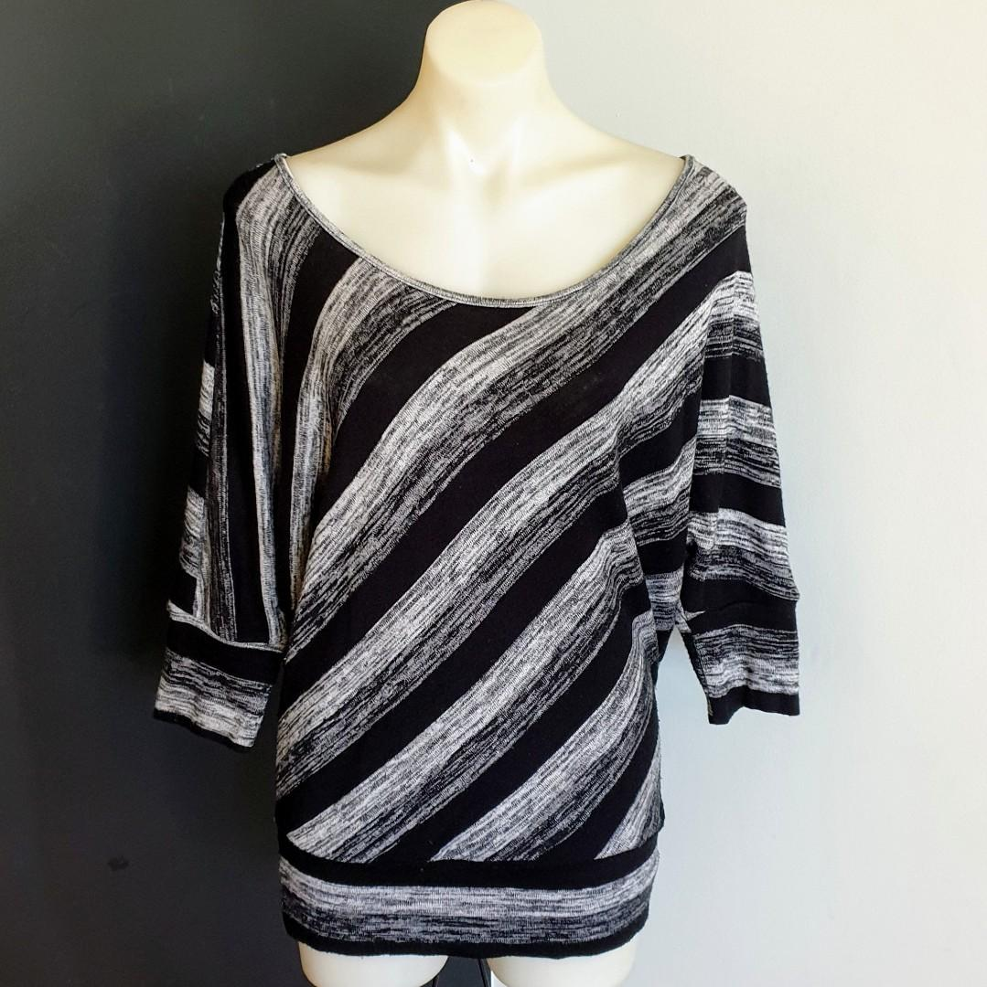 Women's size L 'ICE' Gorgeous black and grey knit 3/4 sleeve top