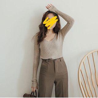 V領條坑 燕麥色針織上衣