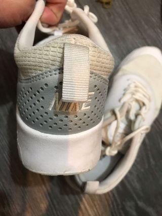 N大牌白灰拼色鞋款