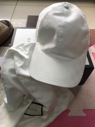 Gucci白色滿版logo棒球帽