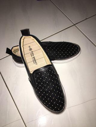 全新 富發牌 黑色休閒鞋