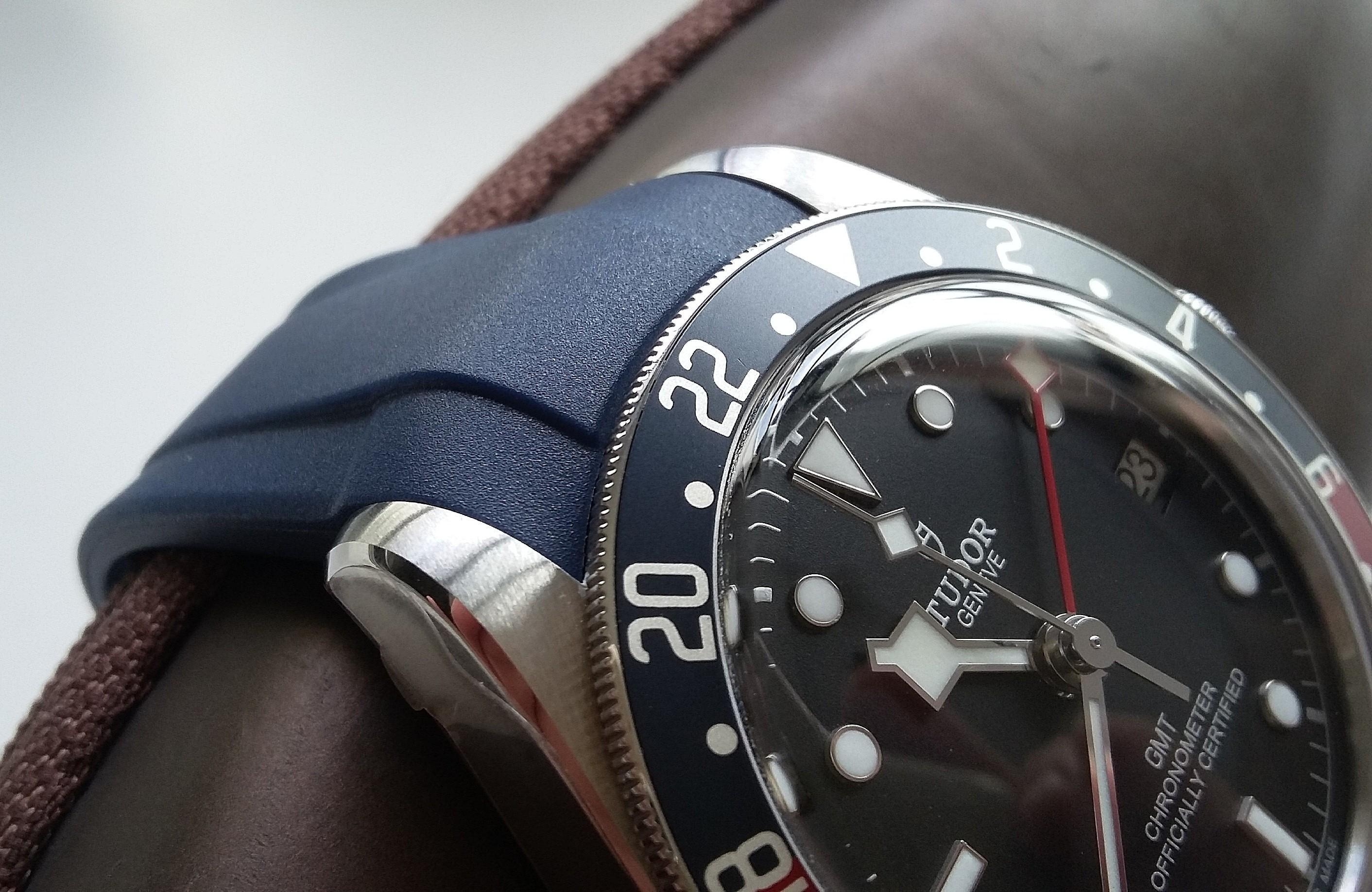 LATEST 22MM OXFORD BLUE CURVED LUG END VULCANISED RUBBER STRAP WITH 316L STEEL CLASP FOR ALL TUDOR BLACK BAY ( PRICE INCLUDES FITMENT)